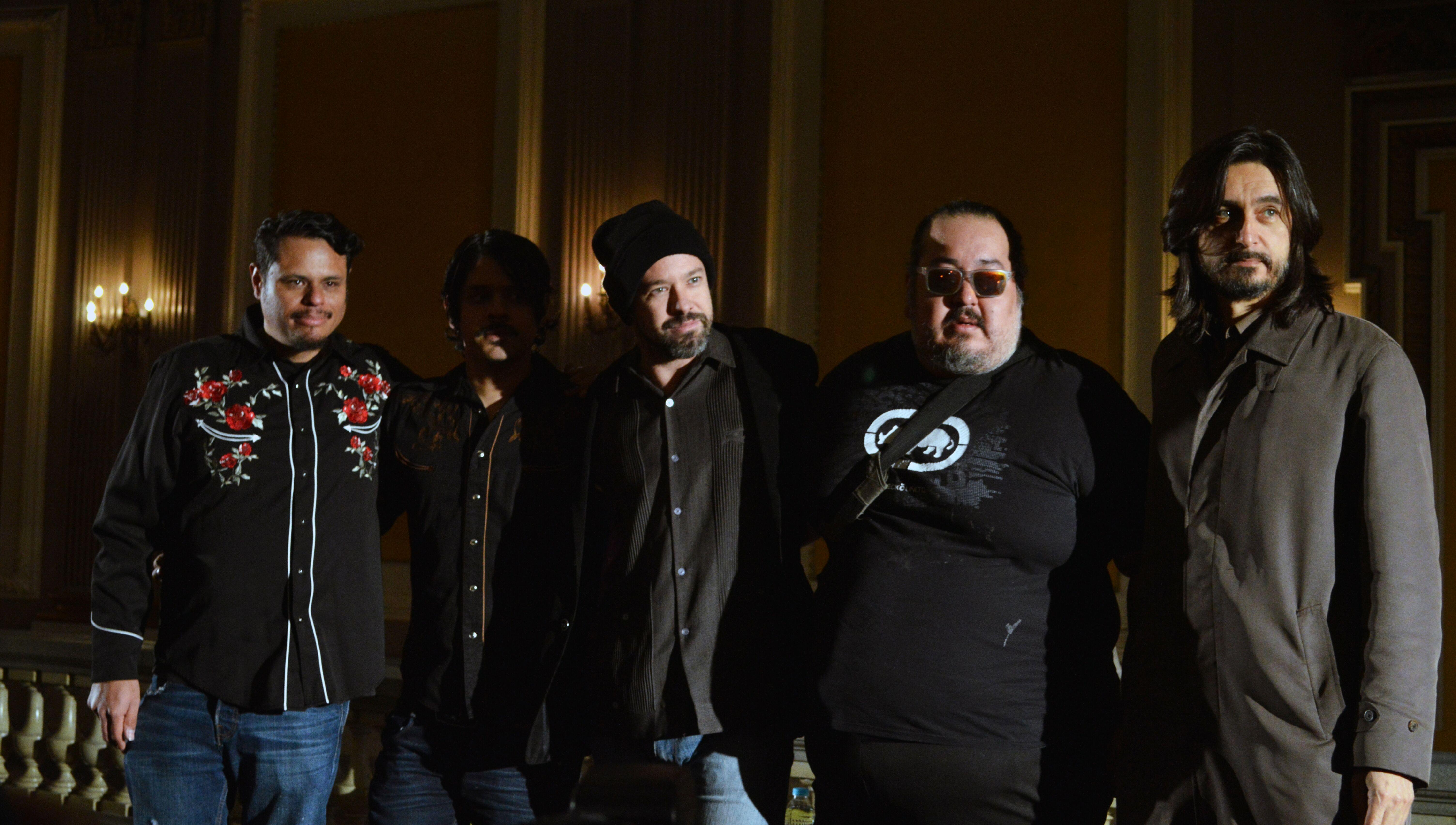 Expresando dolor, tristeza, pena, desamor y muerte a través de tres discos de estudio, un EP y uno en vivo, San Pascualito Rey (SPR) se erige como uno de los máximos exponentes del rock mexicano.