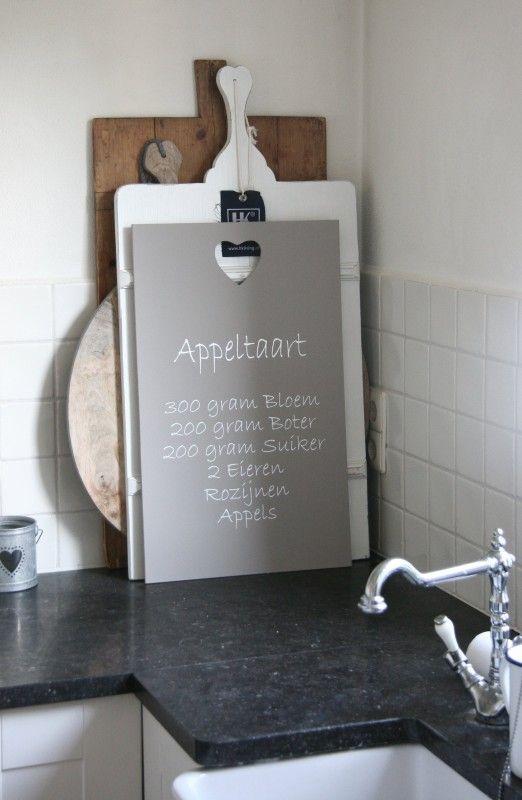 Tekstbord ´Appeltaart´ (klein)  Leuk om zelf te maken met schoolbordverf. En een beter recept. Mijn eigen ;-)
