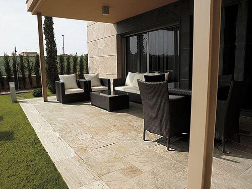suelo de piedra natural en terraza