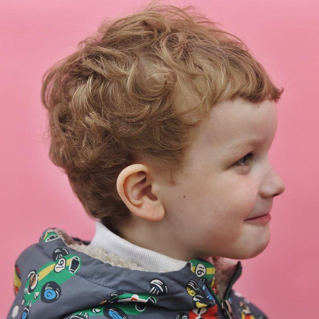 Jungen Mit Locken 30 Susse Und Pflegeleichte Kinderfrisuren In 2020 Haare Jungs Kinderfrisuren Jungen Haarschnitt