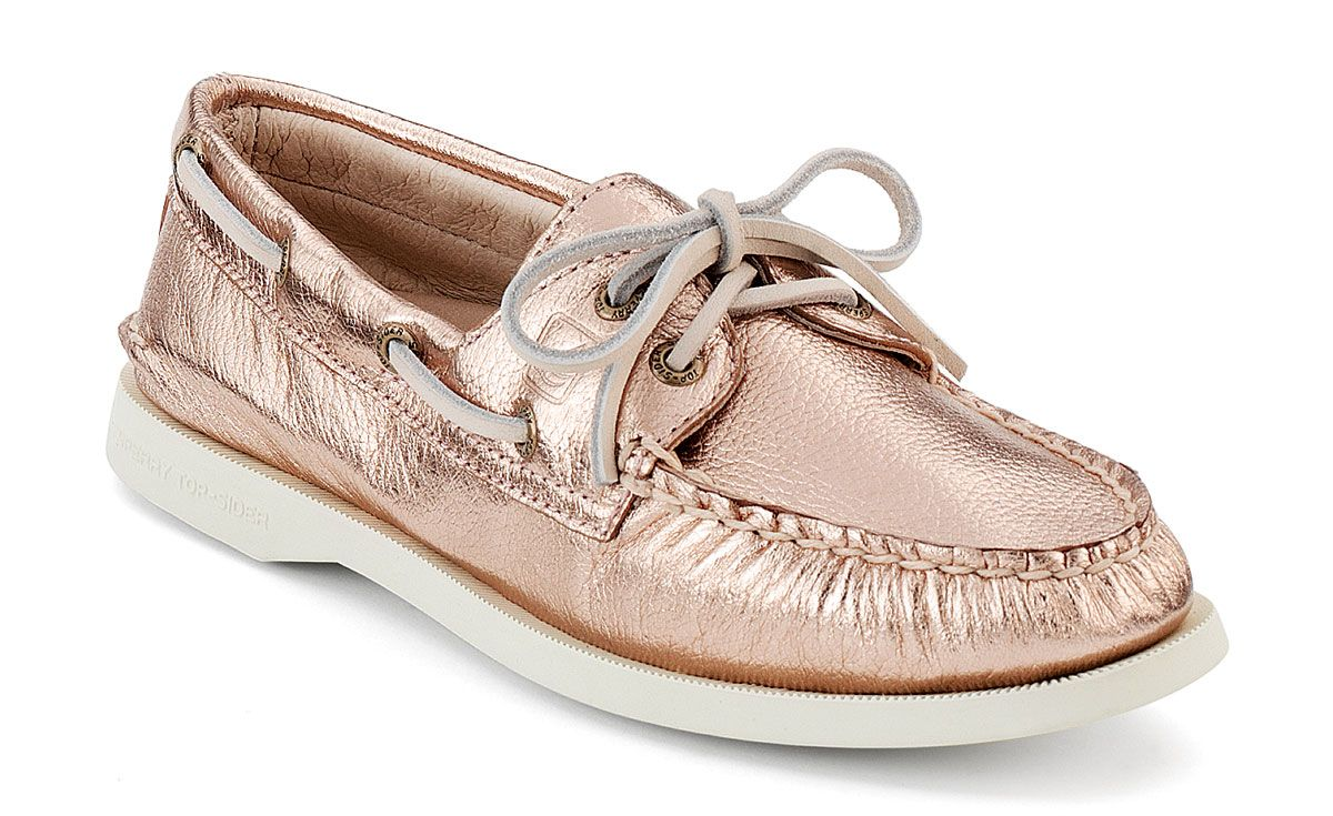aa559cd34994 ... saw a girl rocking them with a Mexican skirt   tank and she looked  casual chic. Sperry Top-sider Women s Authentic Original Metallic Boat Shoe