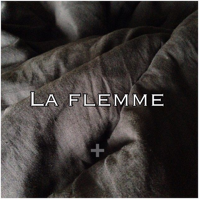 ➕ Avoir la flemme ➕ #sunday #lazysunday #paresse #dayoff #motd #weekend #rest #repos #feelgood #grey #mavieboheme #nerienfaire #nofilter #blackandwhite #izaoz