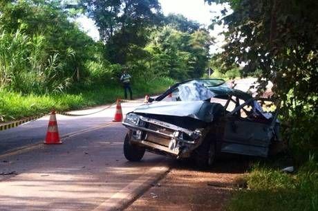 Acidente na BR-080 deixa uma pessoa morta e polícia diz que condutor estava embriagado - http://noticiasembrasilia.com.br/noticias-distrito-federal-cidade-brasilia/2015/04/01/acidente-na-br-080-deixa-uma-pessoa-morta-e-policia-diz-que-condutor-estava-embriagado/