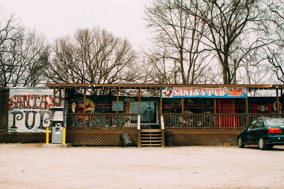 Santa S Pub Nashville Conde Nast Traveler Nashville Bars