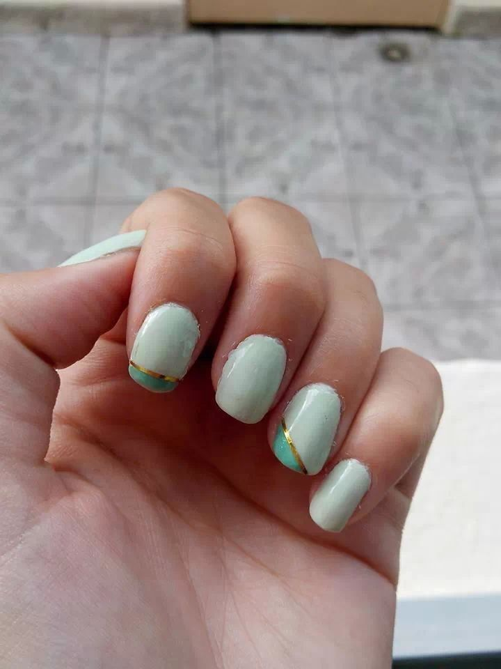 Two kind of green, with gold detail :)