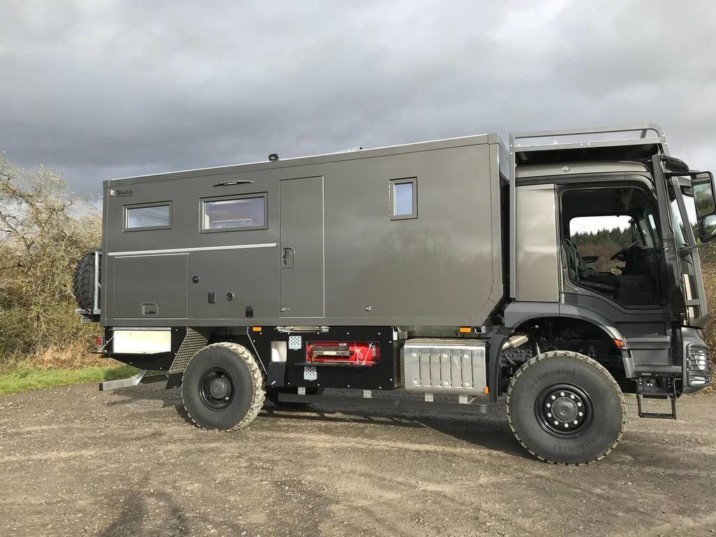 Arocs 4x4 Mit Woelcke Gfk Wohnaufbau In 2020 Fernreisemobil Aufbau 4x4