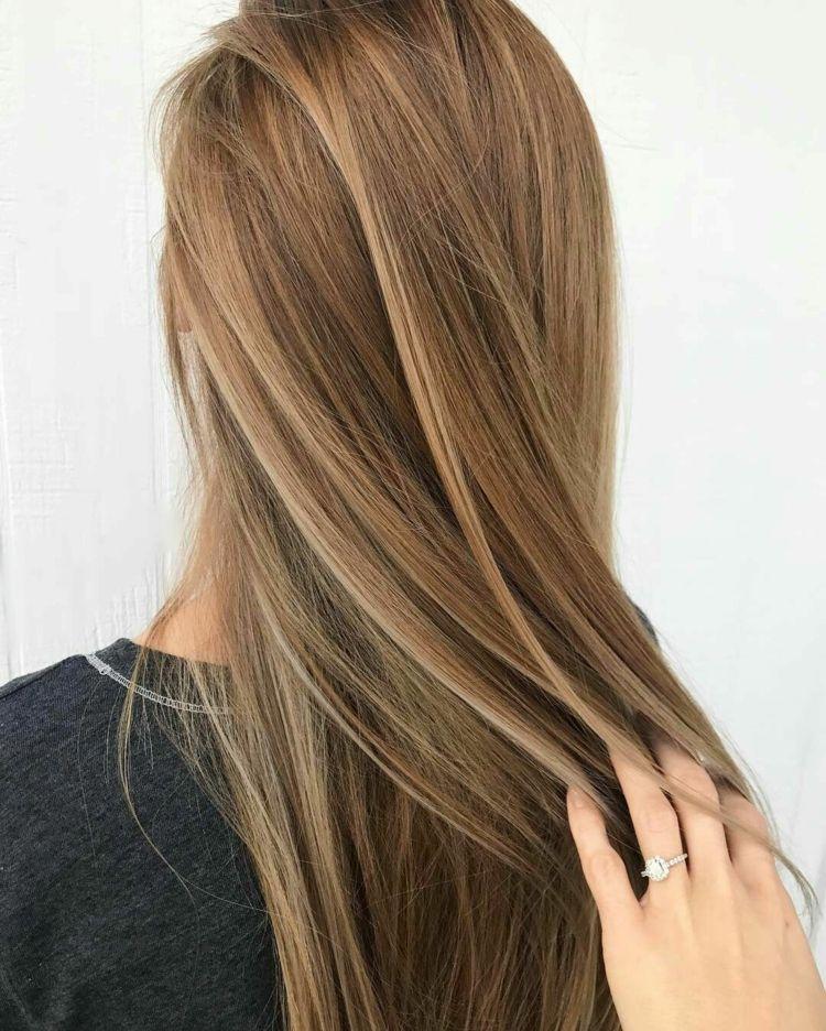 Dunkelblonde Haare 35 Inspirationen Und Viele Pflegetipps Glatte Haare Dunkelblonde Haare Haarfarben