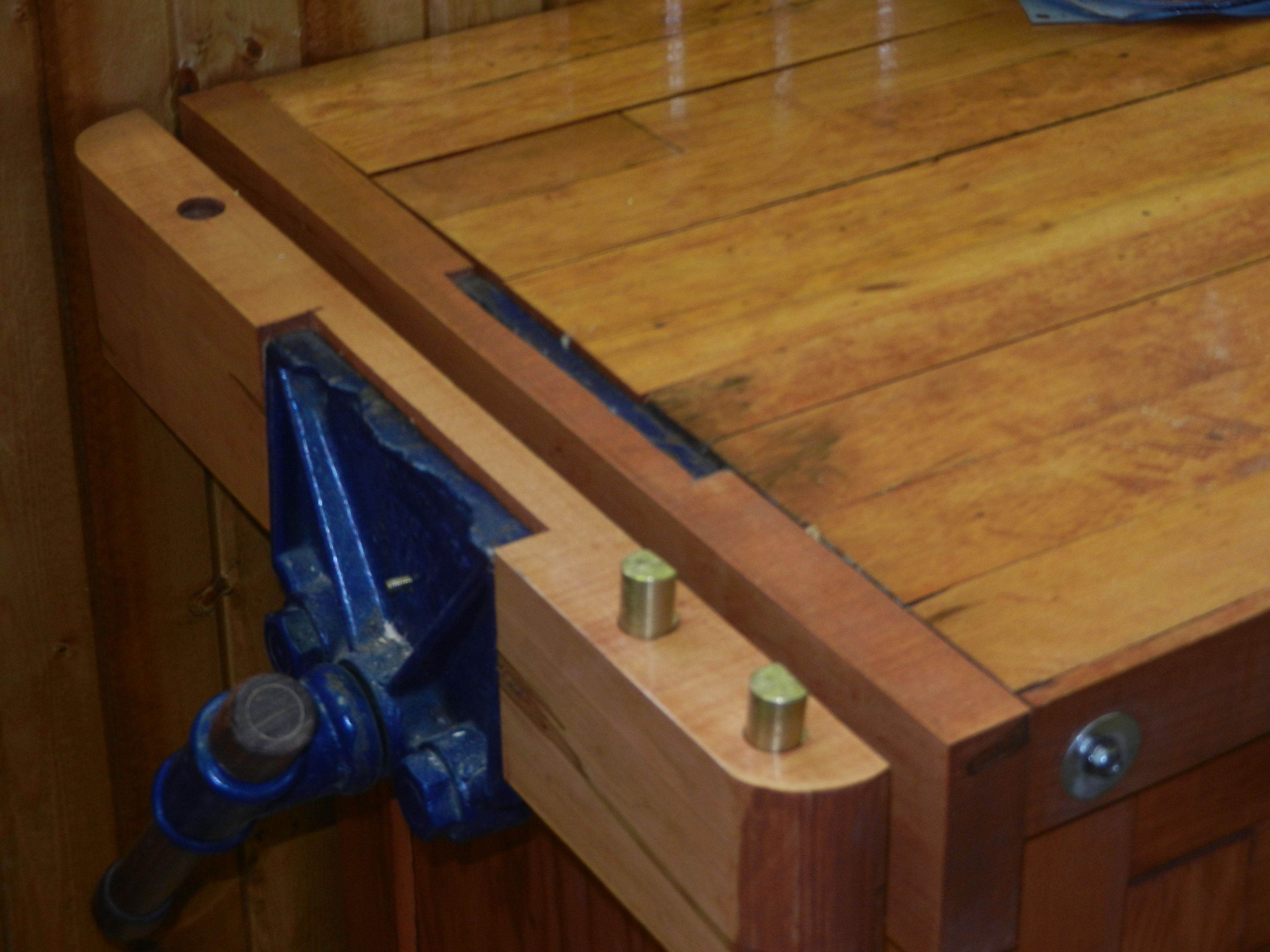 Adaptation Of A Front Vise To Serve As A Tail Vise Wooden