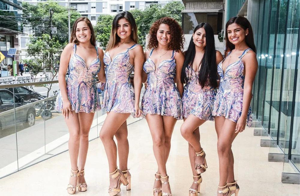 Chicas De Corazon Serrano Cuadran A Manosos En 2020 Moda Chicas Corazones