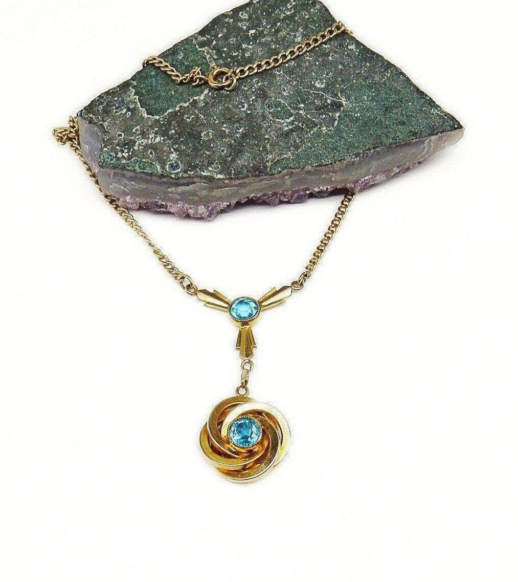 1940er Jahre Vintage Goldton facettiert Topaz Blue Rhinestone eleg ... -  1940s vintage golden tone faceted Topaz Blue Rhinestone elegant Y Necklace  1940er Jahre Vintage Go - #1940er #accesoriesjewelry #beautifuljewelrydiy #CostumeJewelry #facettiert #goldennecklake #Goldton #jahre #JewelryAdvertising #JewelryDesign #JewelryInspiration #JewelryShop #rhinestone #topaz #vintage
