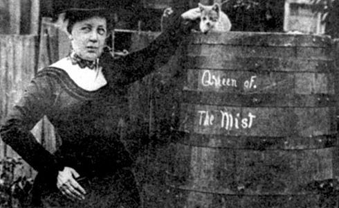 1906 63 Year Old Anna Edison Taylor Makes The Trip With A Barrel A Kitten And A Heart Shaped Pillow Canadian Men Trip Niagara Falls