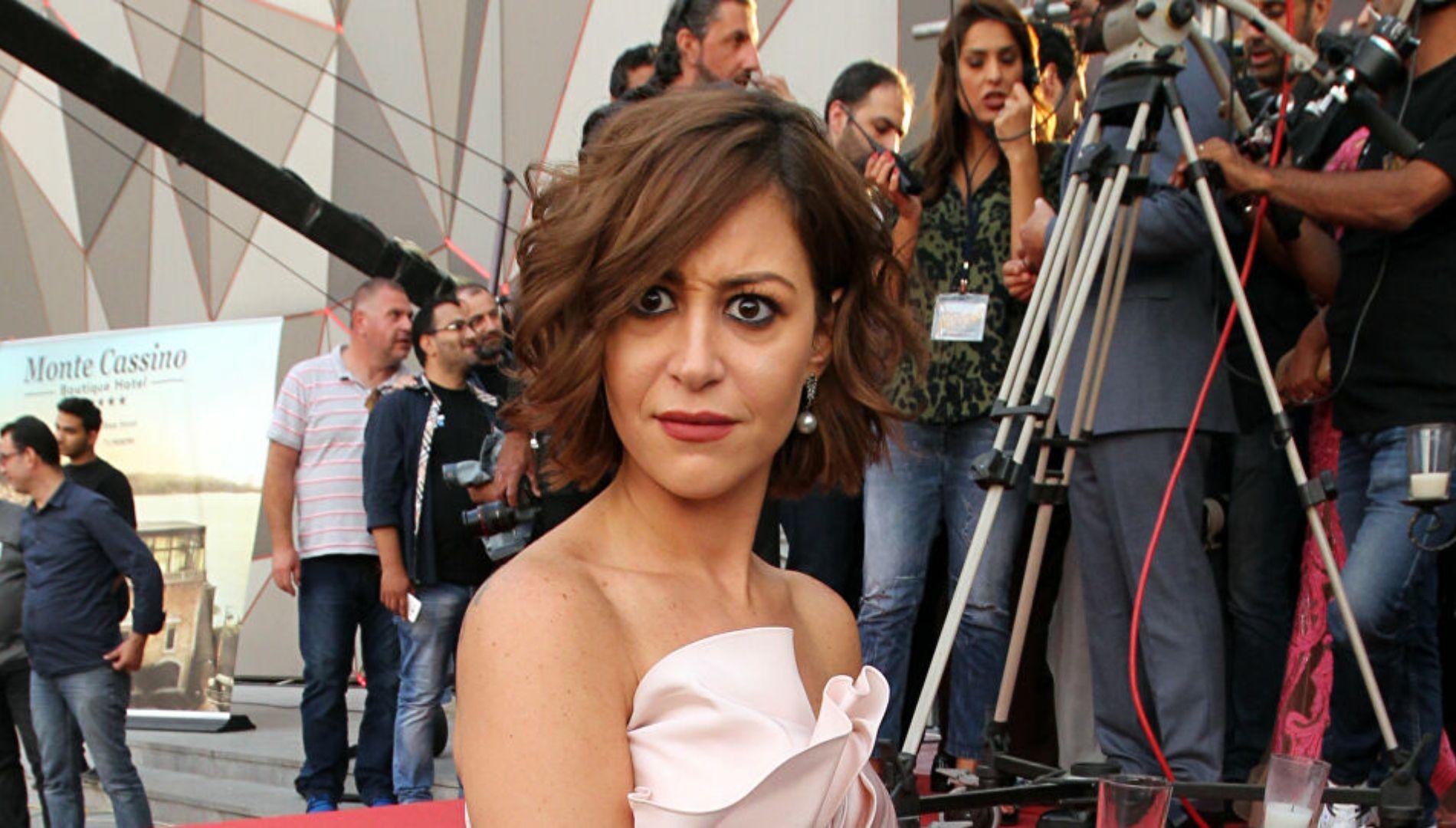 منة شلبي وأحمد مالك لأول مرة معا في الحلقة الخامسة من مسلسل نمرة اتنين Women Women S Top Strapless Top