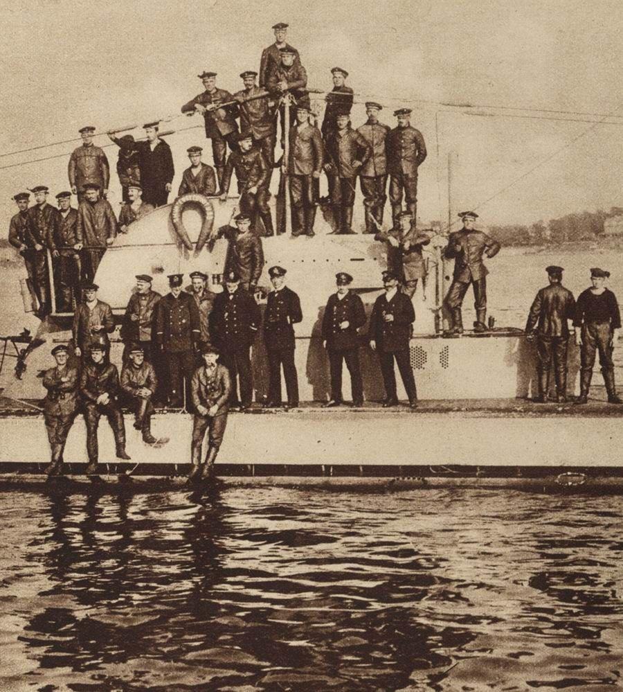 WWI, 1916. The crew of the German submarine U-53. -http://www.freeinfosociety.com/media/images/5358.jpg