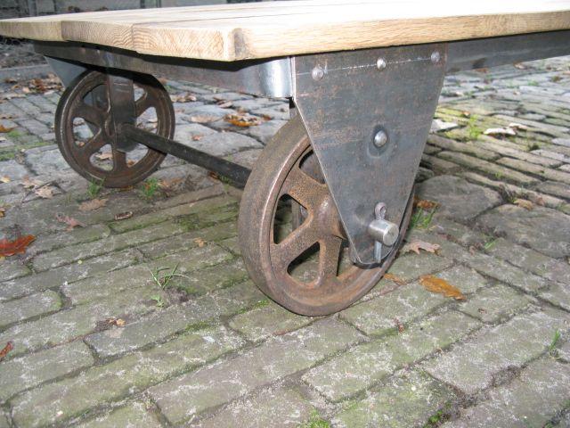 Uitgelezene Lage industriële tafel gemaakt van oude gietijzeren wielen. Tafel KG-44