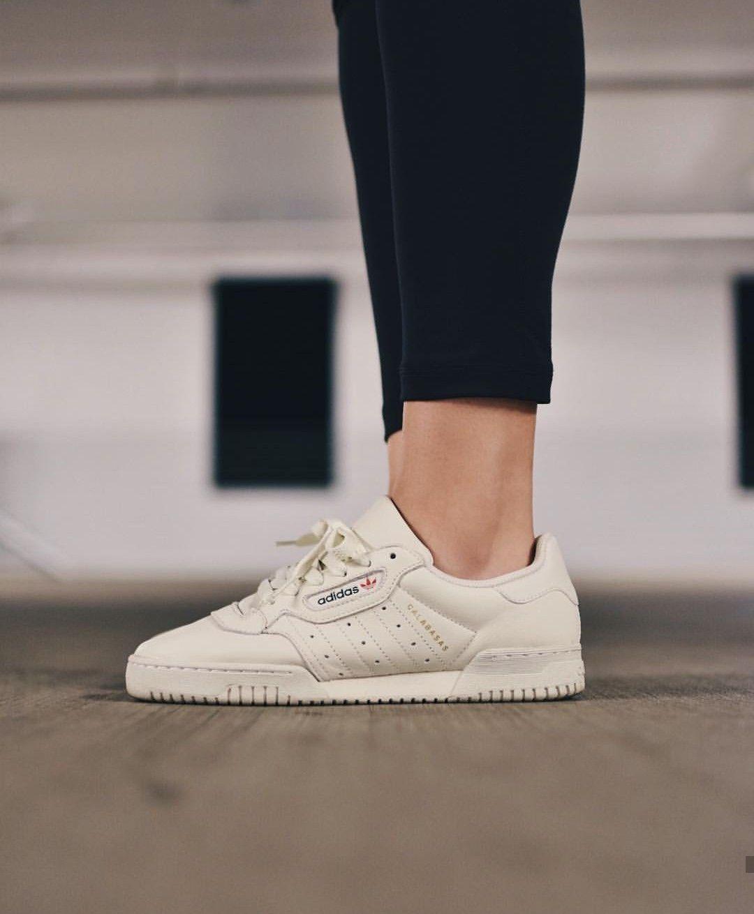 adidas Originals calabasas in weiß/beige // Foto: dianakmir ...