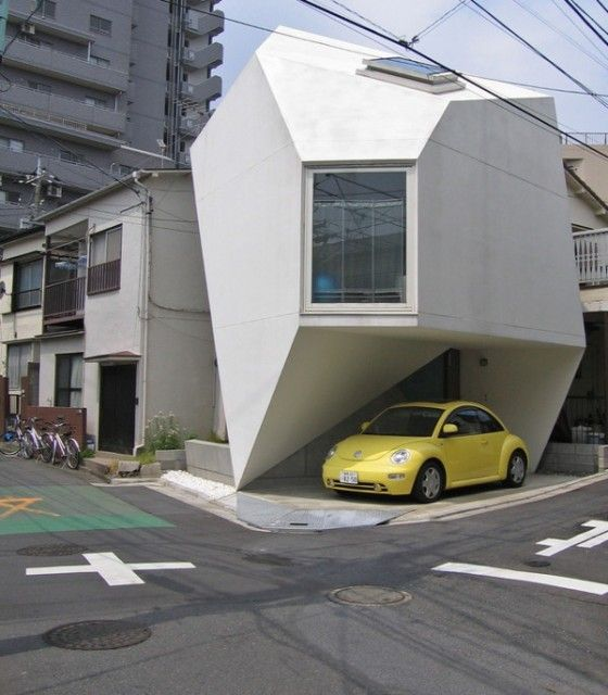 Designed by japanese architect Atelier Tekuto's Yasuhiro Yamashita, which is also designing this beautiful Modern Minimalist Parabola House, This interesting ultra modern home design is located in Tokyo, combining Japan's architecture and arts ( origami-inspired japanese house design ) and captures the essence of shape without any distractions from form.