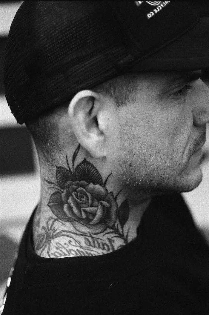 les plus beaux tatouages, design à motifs floraux, dessin en encre rose,  tatouage