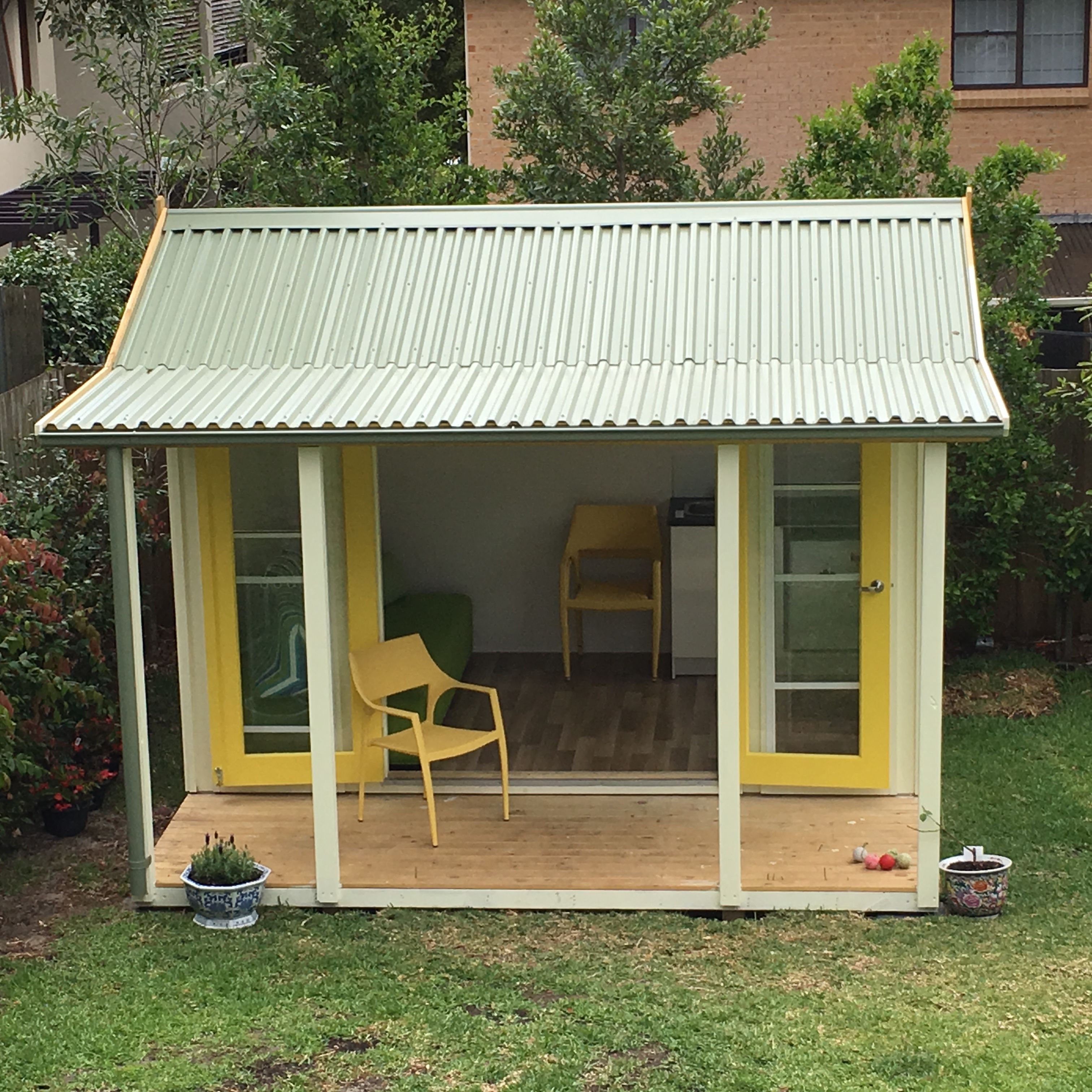 Loving this pic of Lynne's sunny little #backyardescape!  This Verandah Cabana #10 is the baby of the Melwood Family - at 3.6m wide / 2.6m deep + 1.3m verandah.  Tag someone who would love this in their backyard!   More info here: http://snip.ly/gd3hb   #backyardcabana #melwoodcabanas #gardenroom #backyardretreat #cabana #artstudio #readingroom #sheshed #rosebay #sydney #australia #backyardloving #garden #yellowdoors #verandah #verandahcabana #smallbackyard