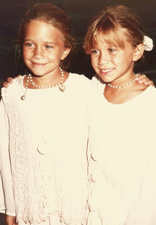 018d54e0f527 Mary-Kate Olsen[left] & Ashley Olsen[right] 1994 or 1995 | MARY-KATE ...