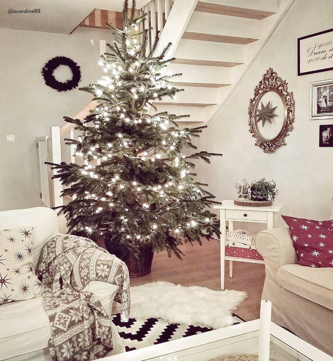 Moderne Christbaumkugeln.Rockin Around The Christmastree Ein Hübsch Dekorierter
