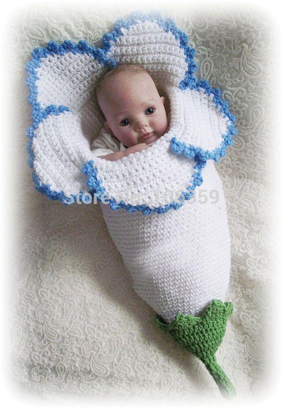 Photo of Häkelanleitung Neugeborenen Blume Kokon Fotografie Requis …   – dolls #babyzi…