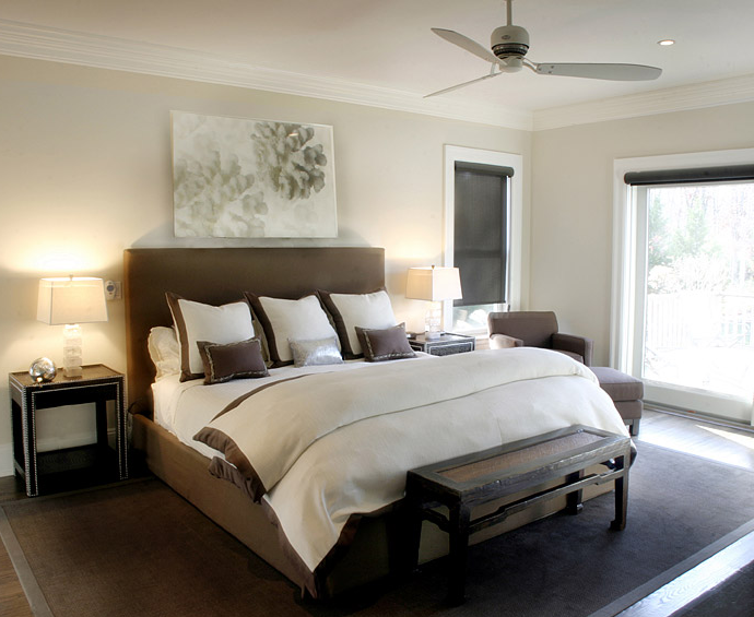 Suzie Elsa Soyars Elegant Transitional Brown And White Bedroom Design With Brown Headboard Brown Headboard Brown Bedroom Brown Rooms