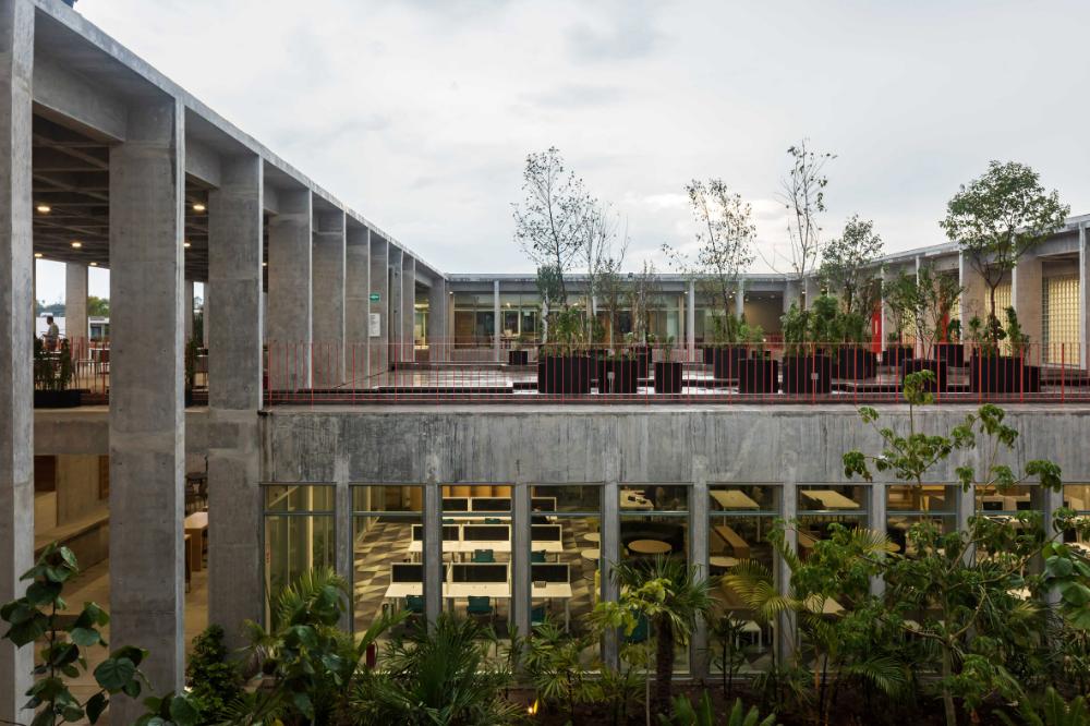Lush Gardens Feature In Concrete Mexican School Ebc Aguascalientes Aguascalientes Education Architecture Campus Design