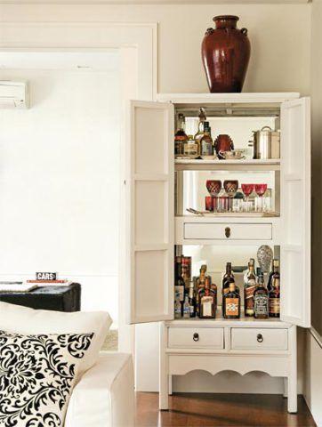 Para aproveitar este canto da sala, o designer de interiores Marco Aurélio V...
