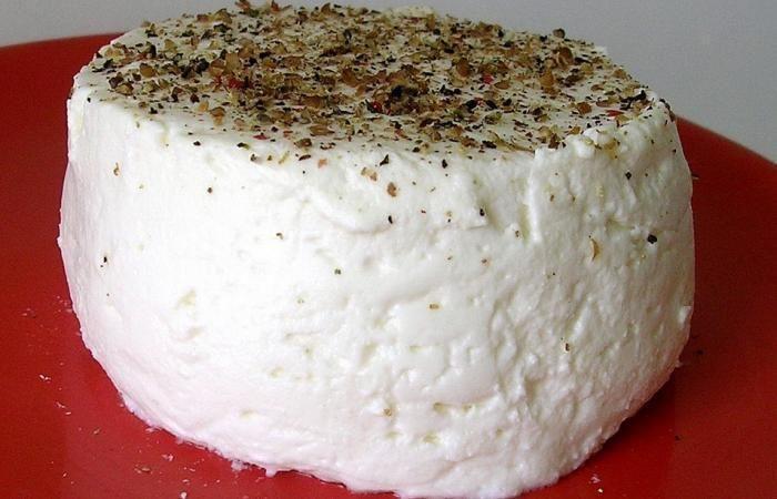 1 litre de lait cr m 2 cs de fromage blanc 0 20 gouttes de pr sure dans un saladier m langer. Black Bedroom Furniture Sets. Home Design Ideas