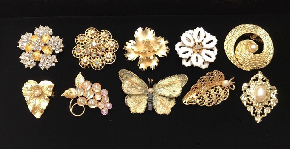 10 Vintage Brooches Pins Gold Rhinestone Goldtone Giovanni