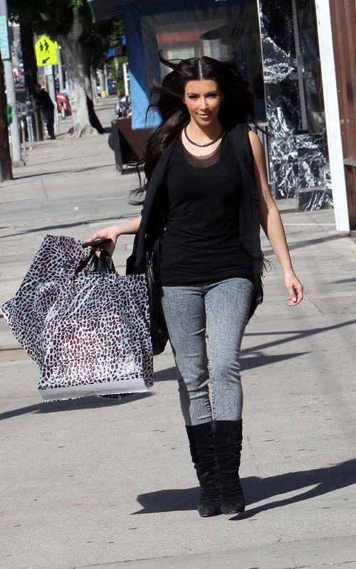 brand new 96c18 802de Kim Kardashian wearing Christian Louboutin Piros Suede Boots ...