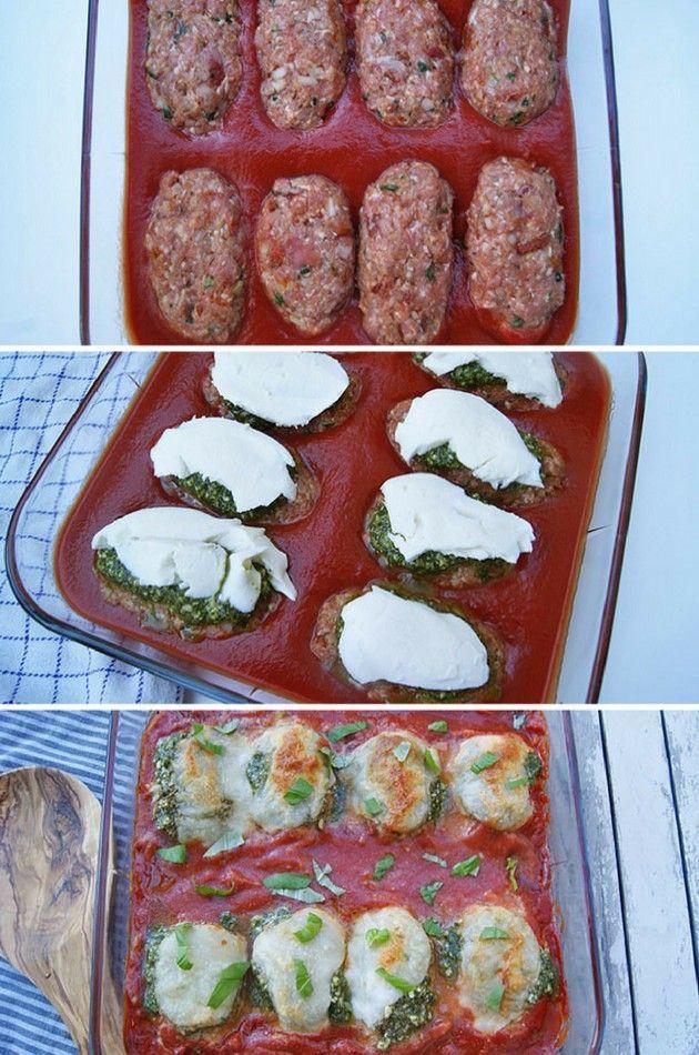 Fremragende ret med små italienske farsbrød, der tilberedes i en skøn tomatsauce med ost og grøn pesto på toppen.