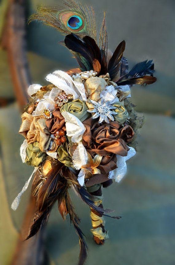 Brautstrauß mit Federn, Perlen und Seidenblumen