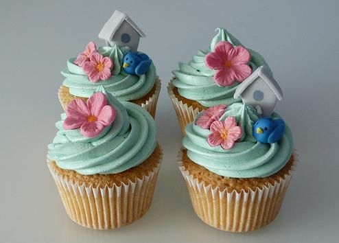cupcake baunilha com decoração passarinho