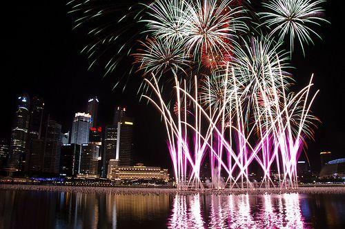 Fireworks At Singapore Marina Bay New Year S Eve Countdown New Year S Eve Countdown New Years Eve Fireworks