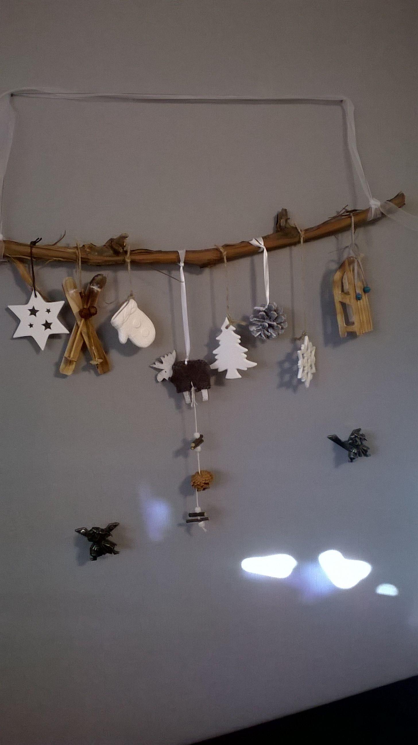 Rebenast mit winterlichen Motiven geschmückt, zum Aufhängen