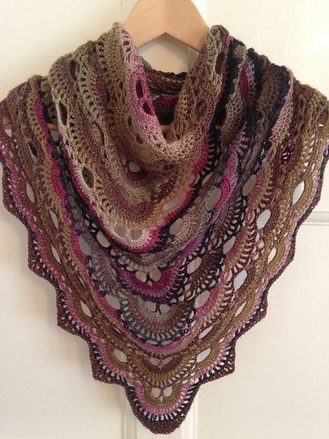 Image result for bufanda triangular a crochet ravelry | scarves ...