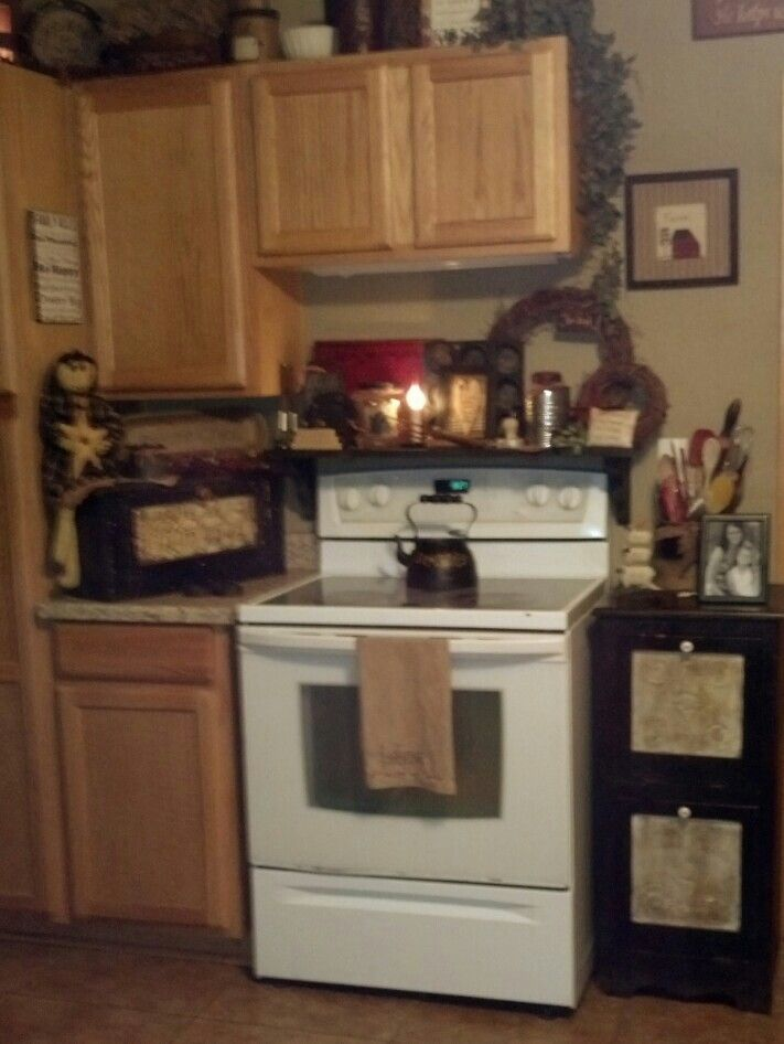 Cute small primitive style kitchen maybe small camp - Cute kitchen decorating themes ...