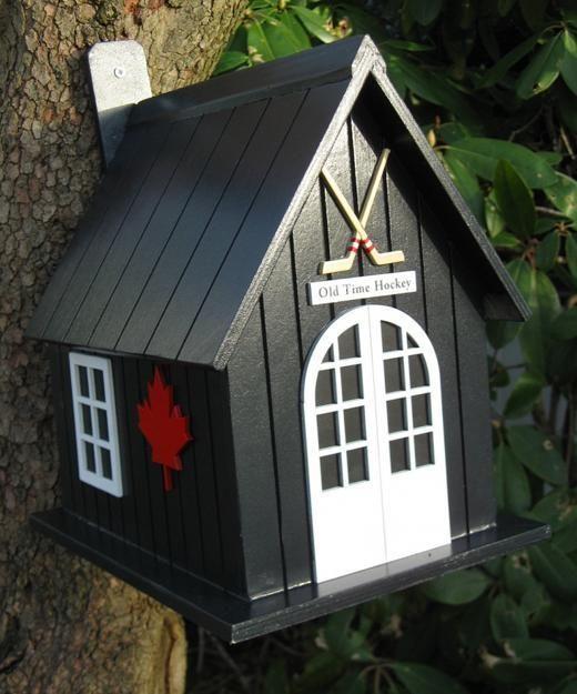 Salvaged Wood Birdhouse Designs Adding Beautiful Yard Decorations to Winter Backyards & Salvaged Wood Birdhouse Designs Adding Beautiful Yard Decorations to ...