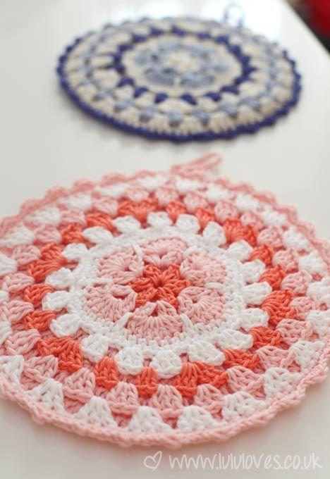 African Flower Potholders: free pattern link mandela | 시도해 볼 ...