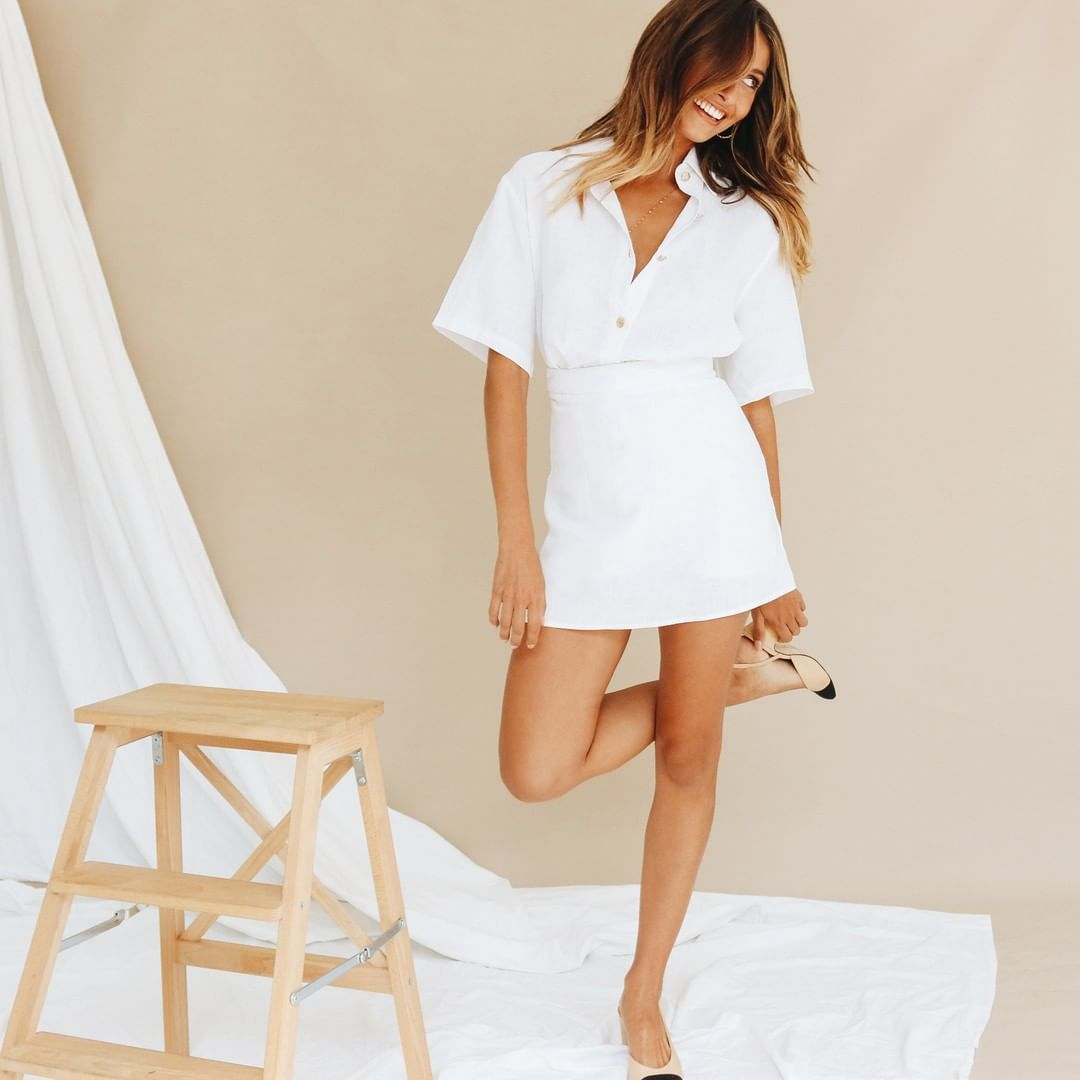 9fa2e78bb7 VG ITALIAN BORN BUTTON UP SHIRT in WHITE // VG COVER STORIES LINEN MINI  SKIRT in WHITE ✯ Shop link in photo