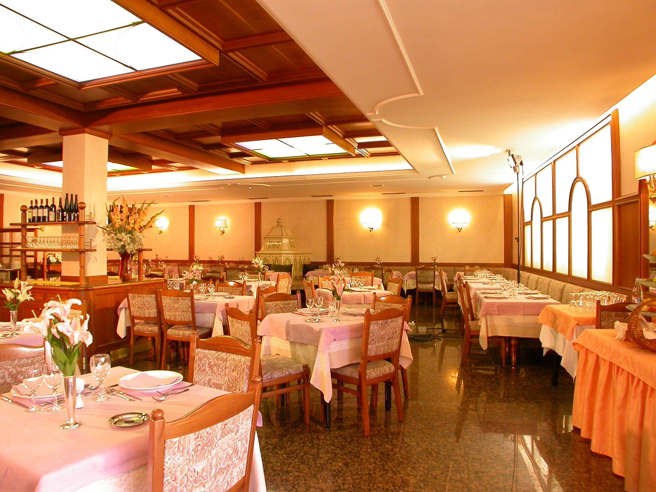 La sala ristorante luminosa e spaziosa per il massimo confort