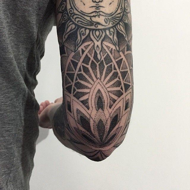 IG: Tätowierung von Sasha Masiuk Tattooer. St. Petersburg, Russland. Buchung ist in der ... - #mandalatätowierung