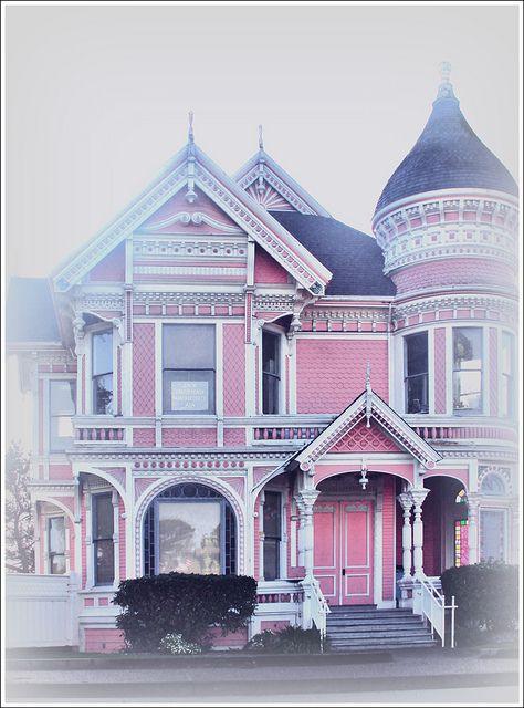 Sugar House - Pink House, M Street, Eureka - love the photography