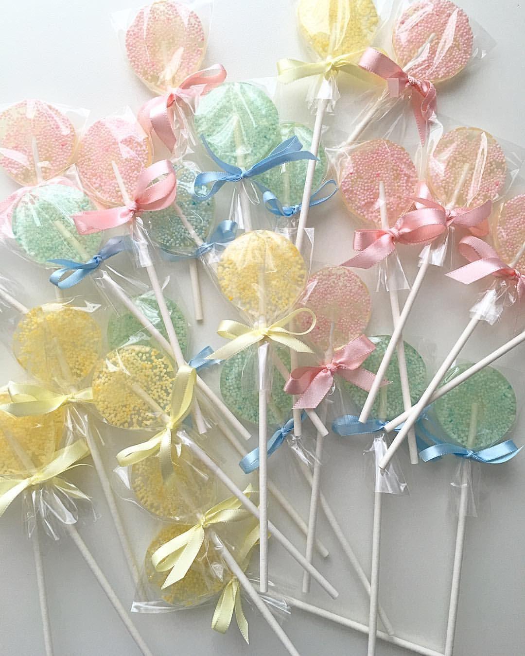 Agora com laços! Mereceram outra foto! #pirulitos #pirulitos #pirulitosconfeitados #sparklelollipops #maecomacucar
