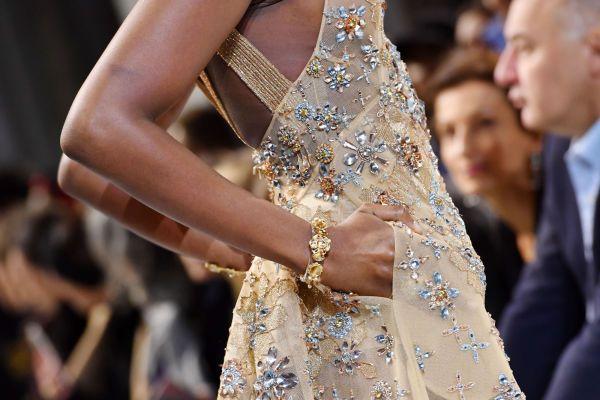 DETALJER: I kjent stil var kjolene full av utsøkte broderier, perler og krystaller. Foto: Getty Images