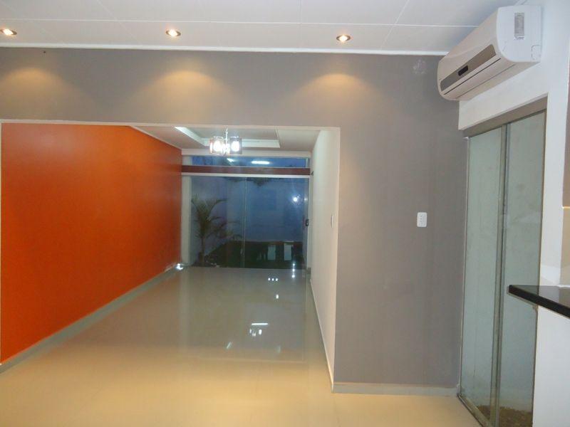 minimalista disponible cuenta con dormitorios con roperos empotrados cocina