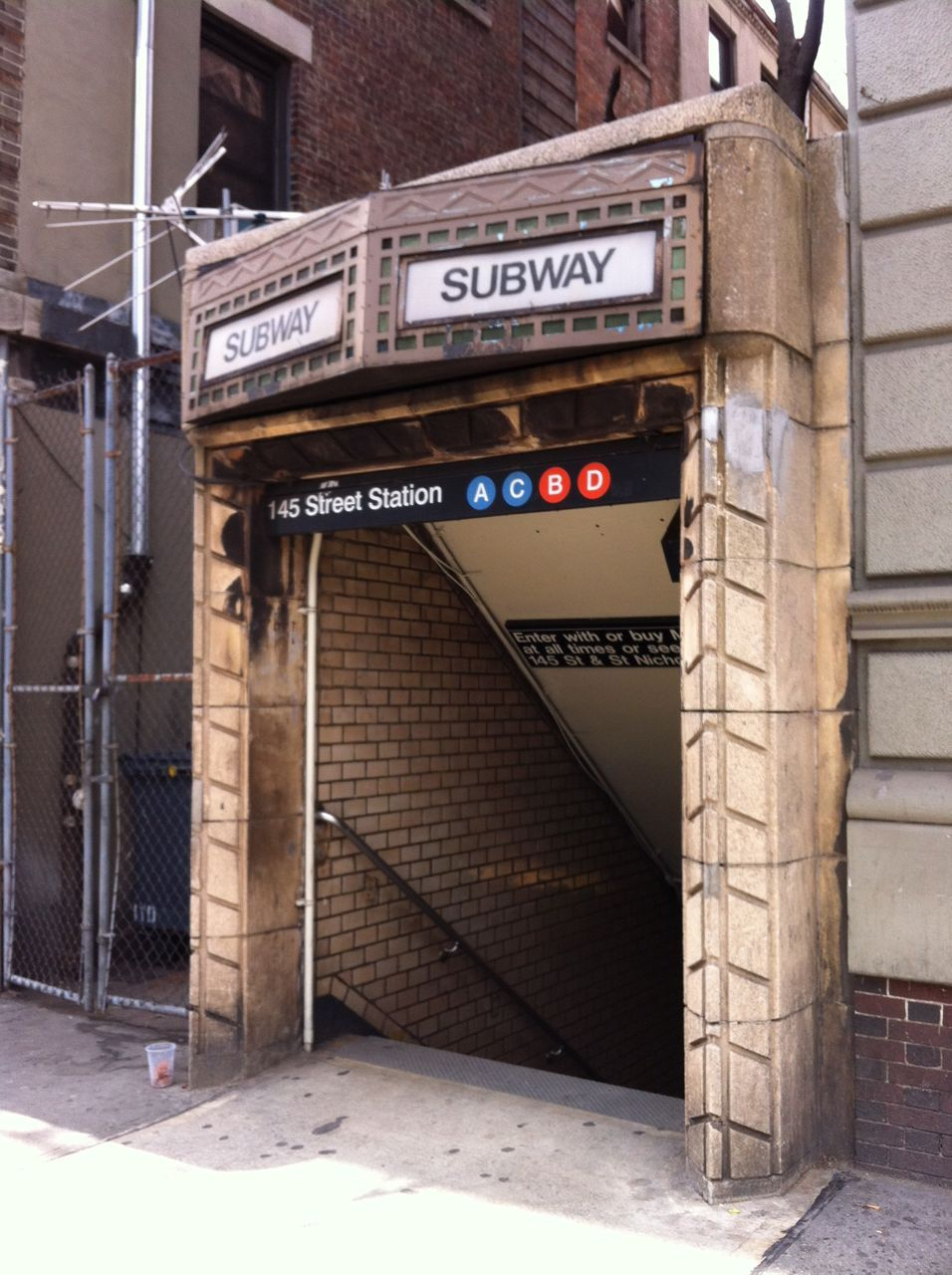 Entrance To The 145th Street Station In Sugar Hill Nyc Subway Subway Train Go Transit