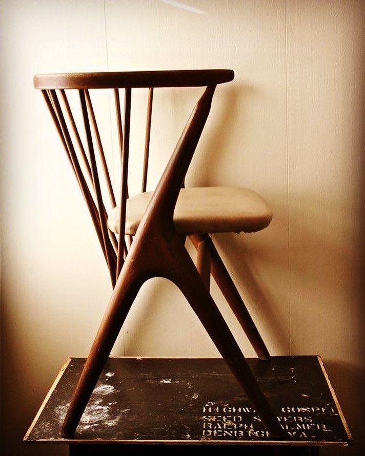 chairs! @sintoniadecor #furnituredesign #furniture #mobiliario #cadeiras #lovechairs #design #interiors #interiordesign by sintoniadecor