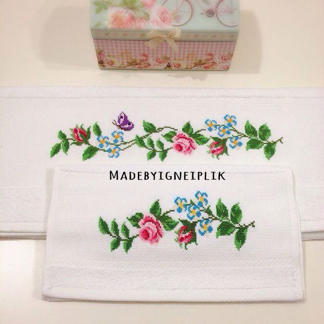 Cross stitch rose towel İnstagram / madebyigneiplik